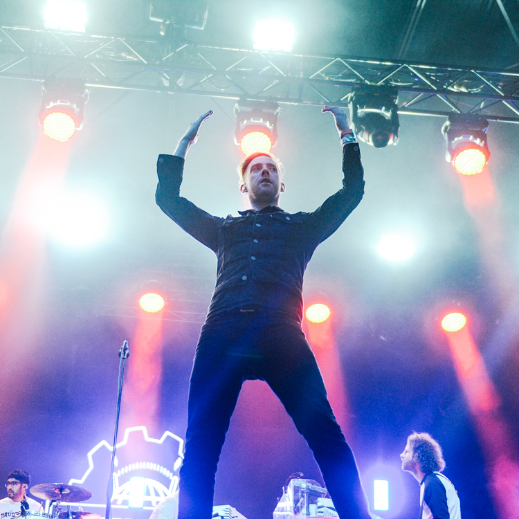 Kaiser Chiefs Kendal Calling 2015 photos, review, setlist