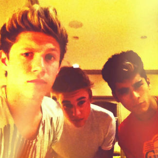 One Direction celebrate VMA win with Justin Bieber