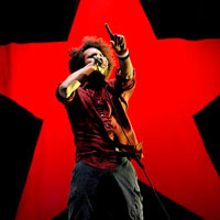 Rage Against The Machine Attract Thousands At Anti-War Concert