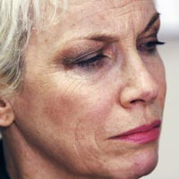 Annie Lennox Calls For End To Gaza Violence