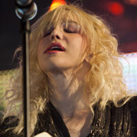 Courtney Love Goes Topless At Brazilian Show - Video