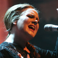 Adele Makes Live Comeback At Grammy Awards 2012 - Video
