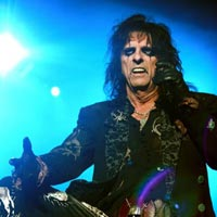One-Legged Alice Cooper Fan Escapes Jail
