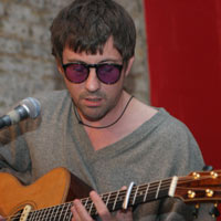 Graham Coxon Nearly Driven To Suicide By Blur Vs Oasis Chart Battle