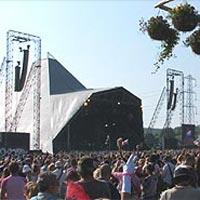 Glastonbury Festival Fans Pay Tribute To Michael Jackson