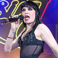 Courtney Cox Admits David Arquette 'A Fan' Of Jessie J