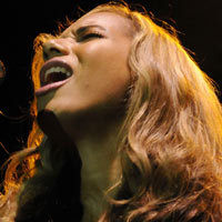 Leona Lewis Head-Butted By A Horse