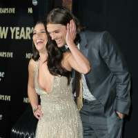 Ashton Kutcher Puts Demi Moore Divorce Behind Him At New Year's Eve Premiere