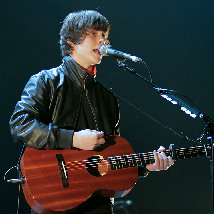 Jake Bugg and James Bay announced as winners in Silver Clef Awards