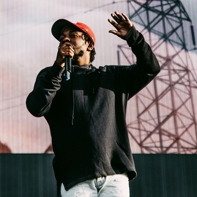 Kendrick Lamar performs Alright with Mos Def at Osheaga Festival