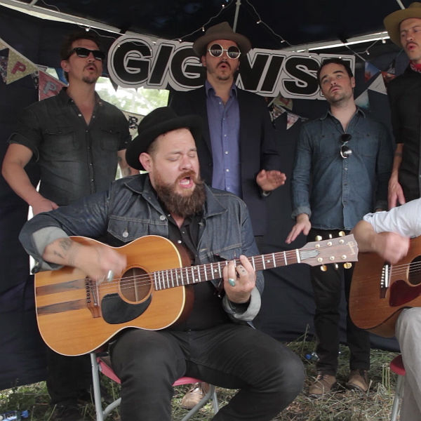Nathaniel Rateliff and the Night Sweats peform 'Wasted Time' at Latitu