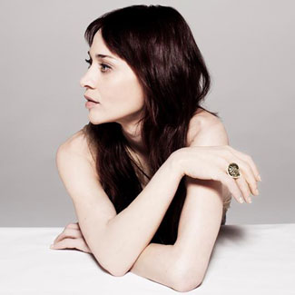 Fiona Apple rants about drug arrest on stage in Houston - watch