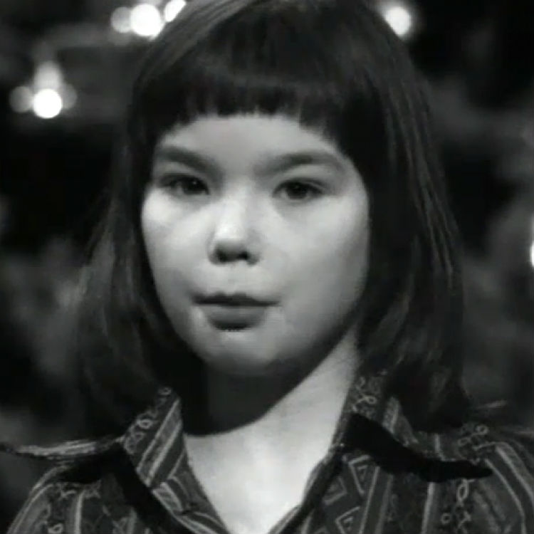 ... an 11-year-old Bjork reading the Nativity story to music | Gigwise