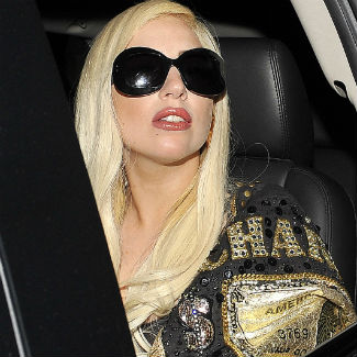 Lady Gaga tweets support for Kristen Stewart and Robert Pattinson