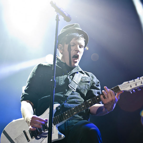 Fall Out Boy perform 'Centuries' at People's choice Awards