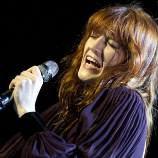 Video: Florence Welch stops fight at concert