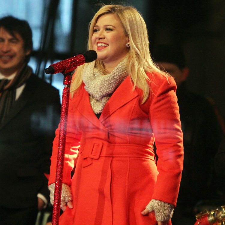 Kelly Clarkson: 'Pharrell didn't mean to rip Marvin Gaye off'