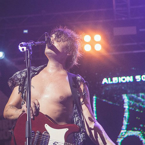 The Libertines Pete Doherty spray paints Nirvana lyrics