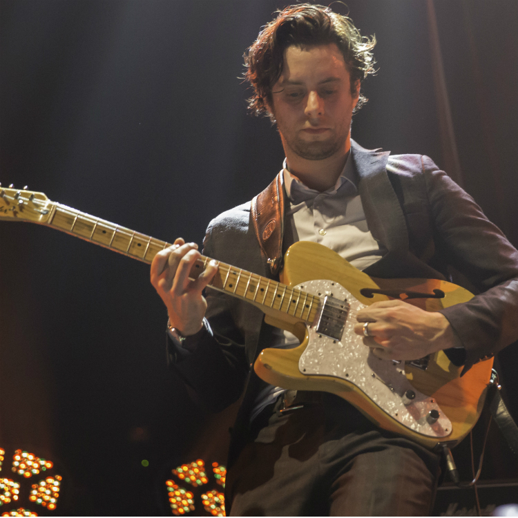 The Maccabees joined by Jamie T during Glastonbury performance