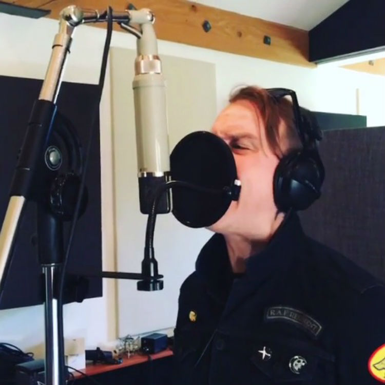 Alkaline Trio's Matt Skiba is filmed live in the studio by Blink 182