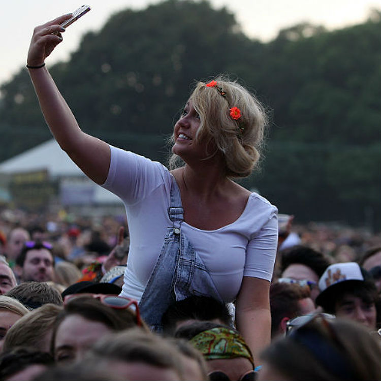 Apple iPhone to stop fans taking photos and videos at gigs, festivals
