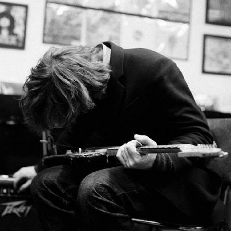 Thurston Moore unveils new single, announces tour