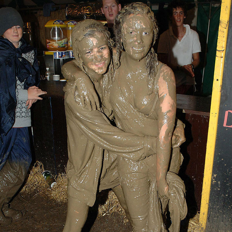 Glastonbury 2016 weather set for rain - survival tips for the mud