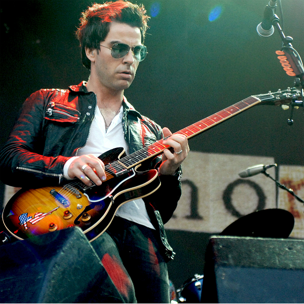 Stereophonics cancel Australia gig as Kelly Jones suffers respiratory illness
