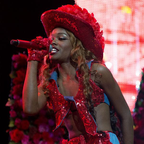 Azealia Banks slams record label: 'I'm begging to be ...