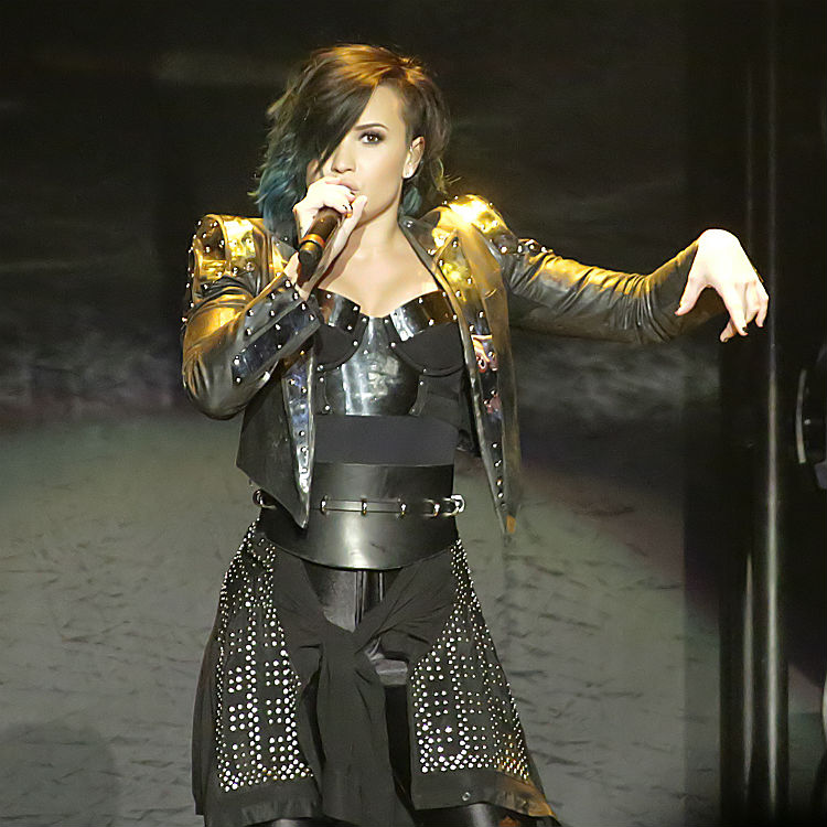 buy meet and greet tickets for demi lovato