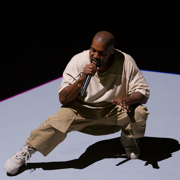 Kanye West smashes microphone after technical difficulties, Pan Am