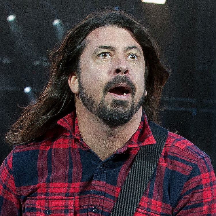 Foo Fighters return after Dave Grohl breaks leg, sits on throne