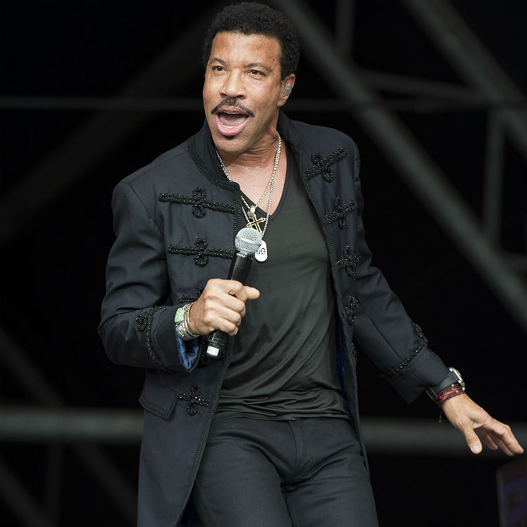 Lionel Richie Glastonbury performance sees him top album charts