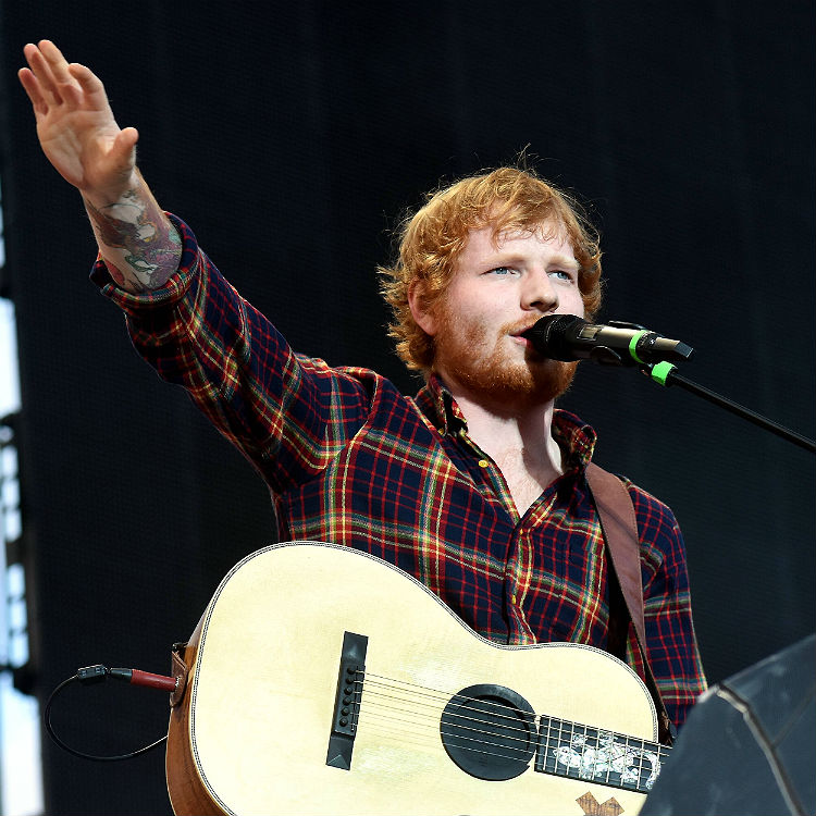 Ed Sheeran shits himself on stage with wet fart shart