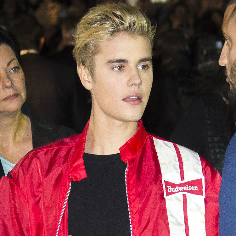 Justin Bieber breaks Beatles record with songs, 2016 tour tickets