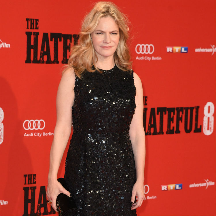 Jennifer Jason Leigh knew Kurt Russell destroyed priceless guitar