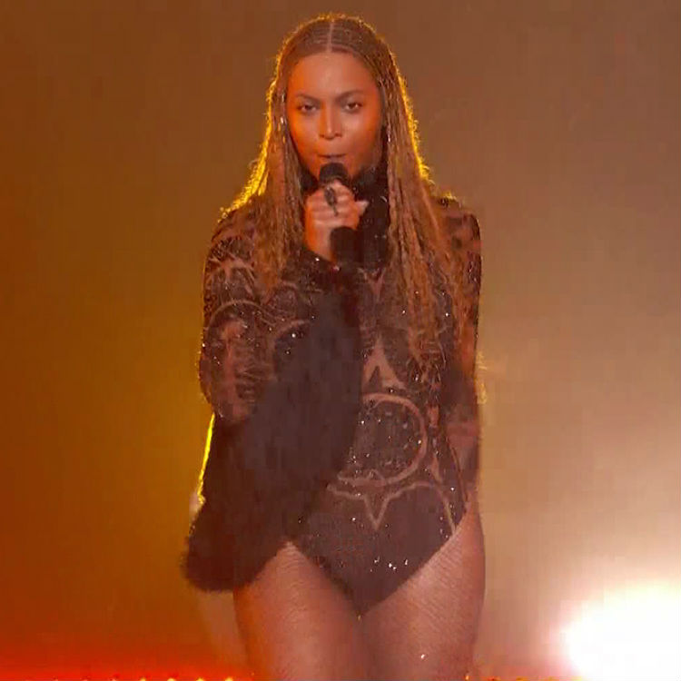 Beyonce Formation tour sees fan play Pokemon Go - another fan freaks