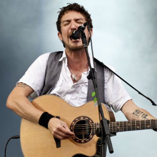 Frank Turner returns to hardcore, writes song about Natalie Portman