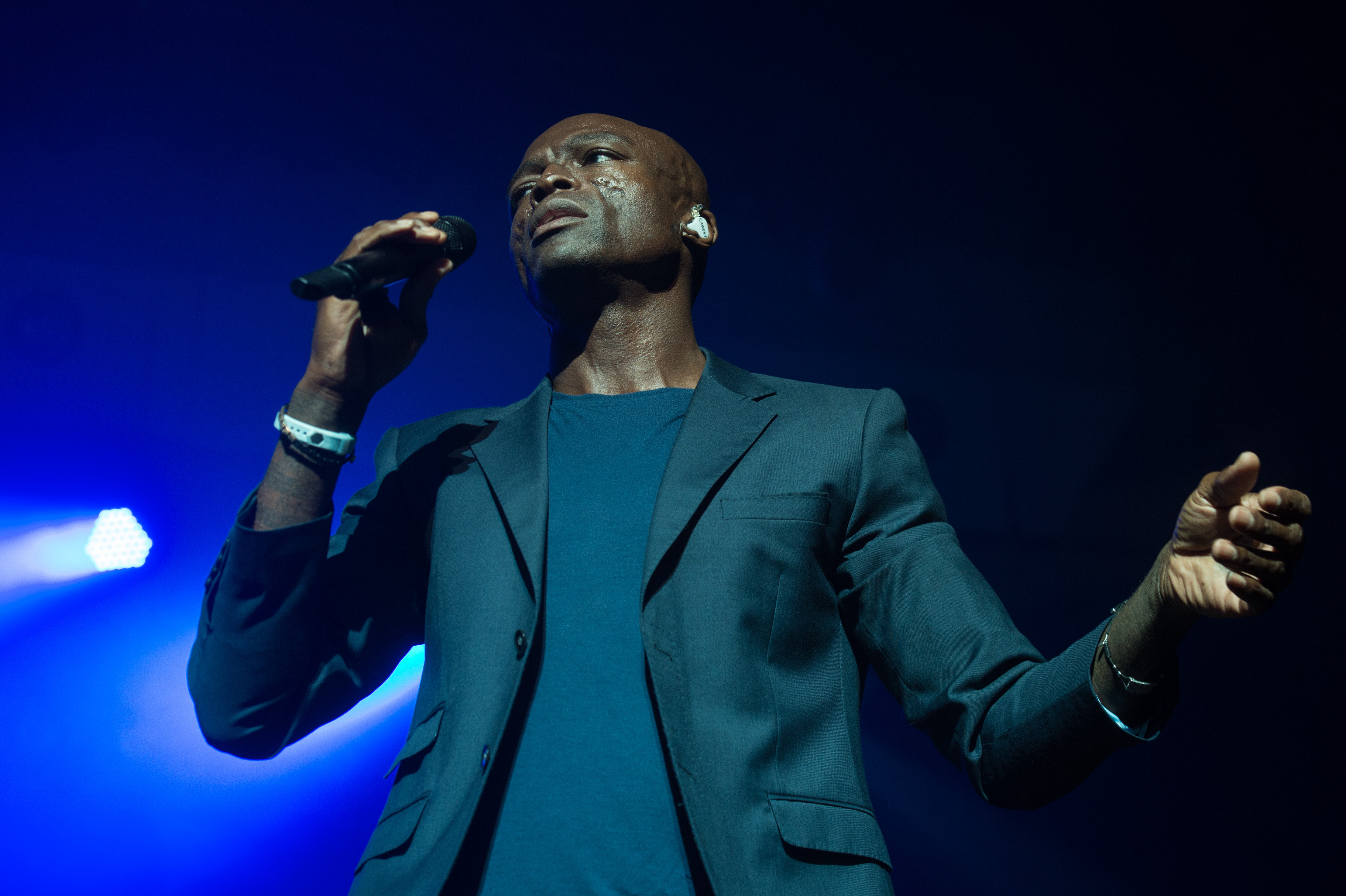 Seal Whips Fans into a Selfie Frenzy at Ravinia, 8/28/16