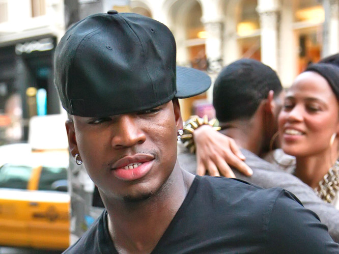 Okay, it''s not really the hat itself that bothers us here, it''s Ne-Yo''s sheer inability to wear it properly. While we can''''t work out whether he just needs to pull it down a bit or buy a smaller size, there''s definitely something not quite right here. Maybe give the hat a miss next time, Ne-Yo.