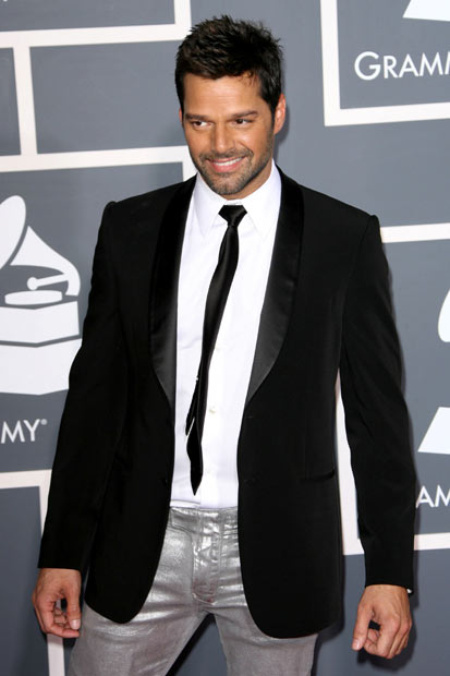 http://static.gigwise.com/gallery/2133132_full_grammy_red_carpet_12_.jpg