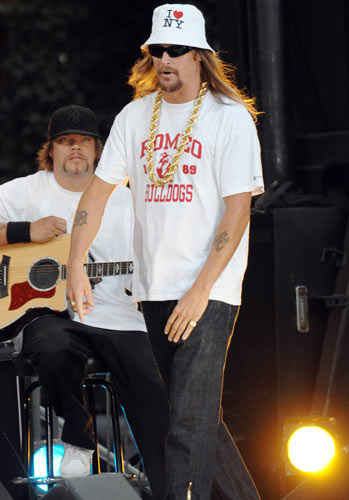 Kid Rock – Almost everything Kid Rock wears is a disaster. The naff gold chain, perma-sunglasses and stupid hat all combine calamitously.