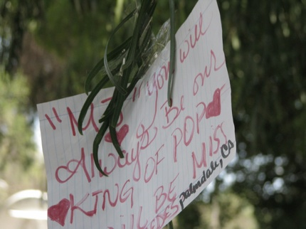Tributes outside Michael Jackson&#39;s home in Los Angeles