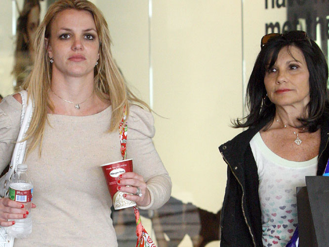 Britney Spears on a shaopping trip with her mum, Lynn.