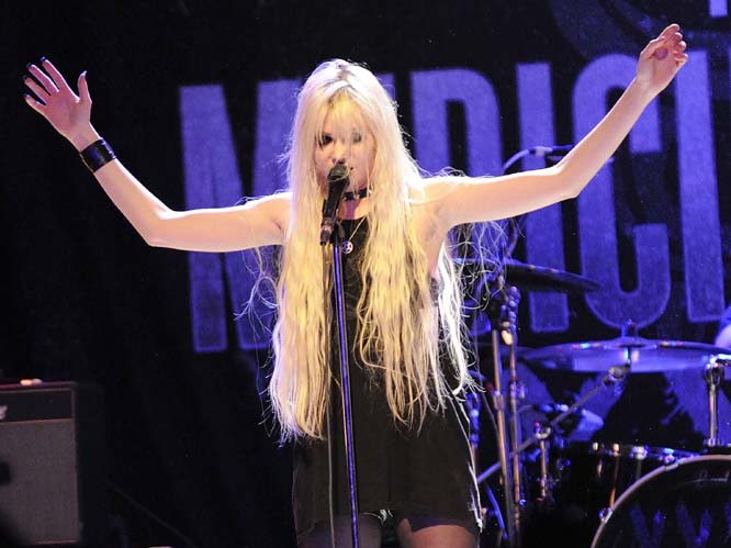 The Pretty Reckless star Taylor Momsen was living up to her bands name when she threw up in her own mouth onstage.