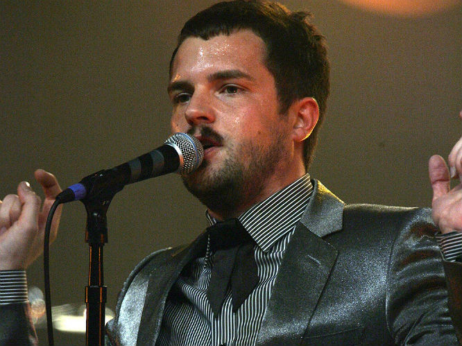 Listen The Killers Unveil New Song 39 Just Another Girl 39 Gigwise