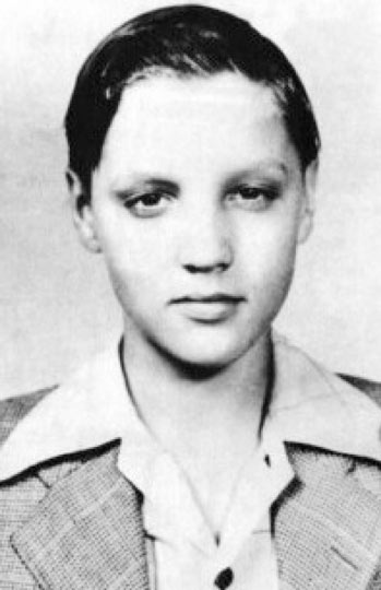 Elvis as a young boy in the mid 1940s. 