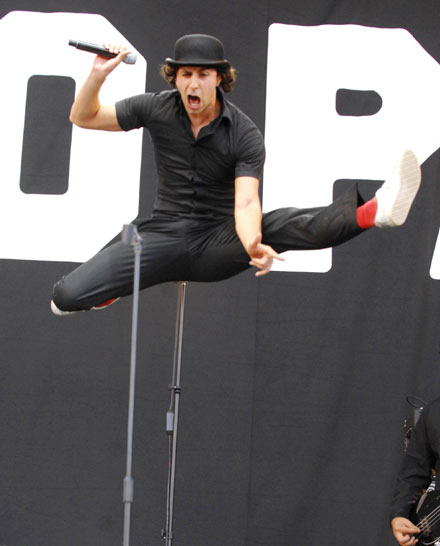 Maximo Park's Paul Smith doing the damn spectacular jump/splits combo at Leeds Festival in 2007