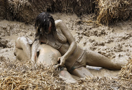 Women Wrestling Mud Of Womens African Naked Porn