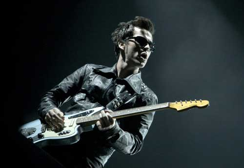 Kelly Jones doesn&#39;t like journalists - he wrote a song (&#39;Mr. Writer&#39;) about them. He also has a distain for doormen as well (heck, he wrote a song after them as well, is there a trend?). Just this week he ripped half his arm off after a scrap with a doorman led to him being removed from the venue via some glasses. That&#39;ll teach him for walking into the ladies. (photo by: Shirlaine Forrest)